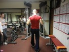 Prikaz pravilne vadbe v domskem fitnesu